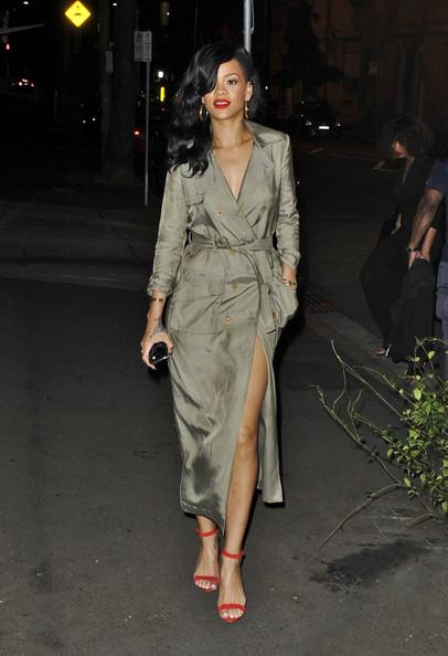 ディナーに出かけるリアーナ(Rihanna)の画像