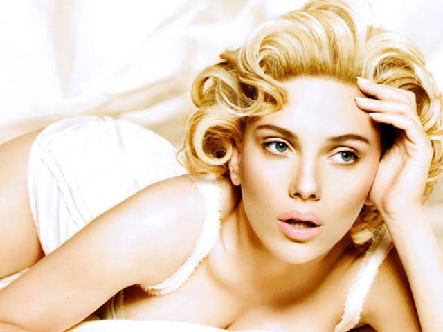 スカーレット・ヨハンソン&マリリン・モンローの写真