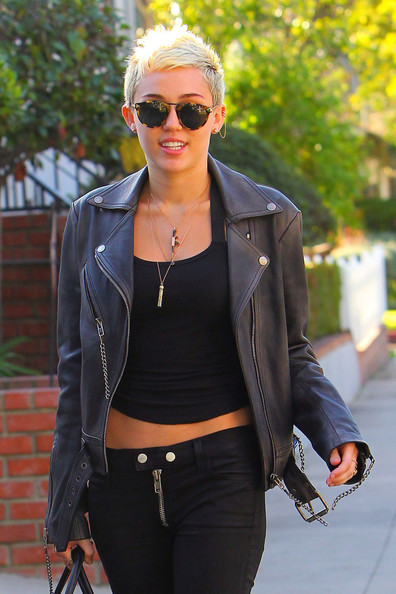 Miley-Cyrus--leather-jacket5