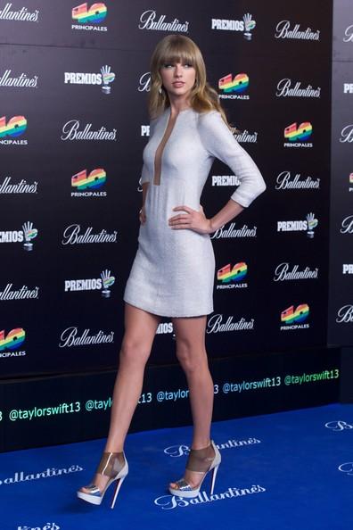 Taylor-Swift-20130124-3
