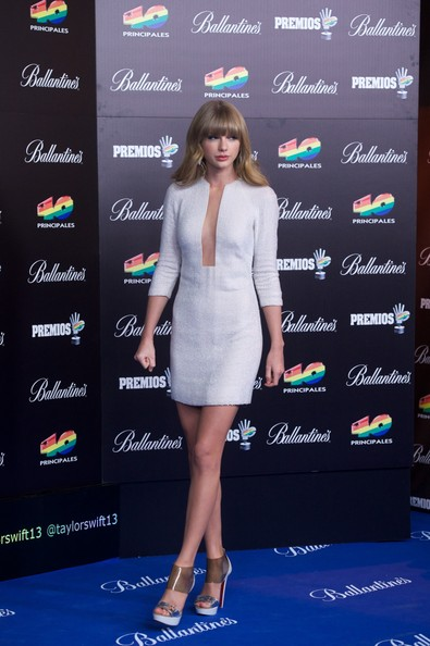 Taylor-Swift-20130124-4
