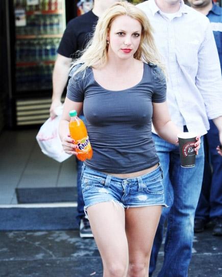 Britney-Spears-nobra7