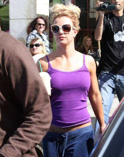 Britney-Spears-nobra8