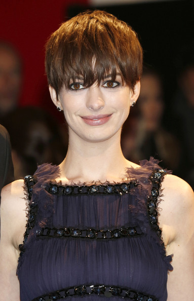Anne-Hathaway-Short3
