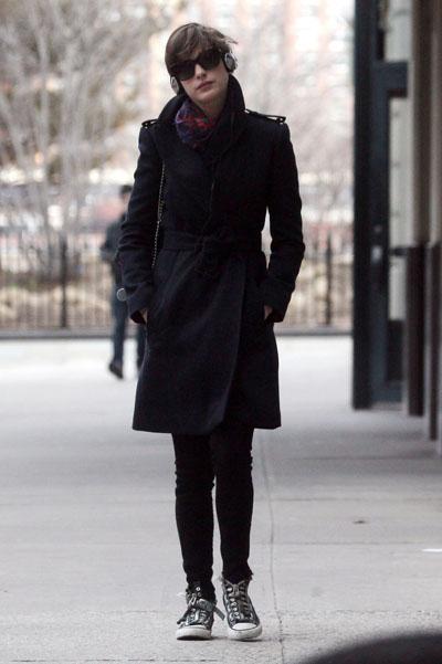 Anne-Hathaway20130326-3