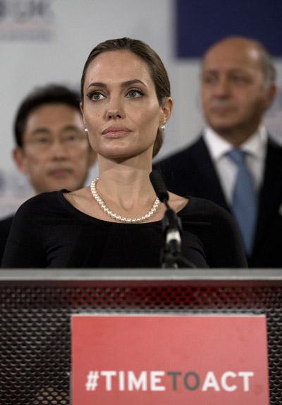 Angelina-Jolie-g8-4