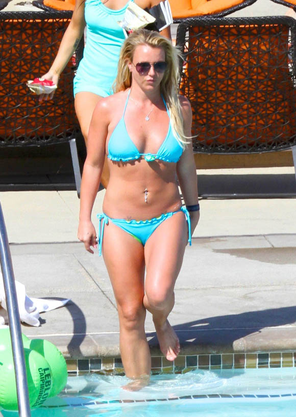 Spears_Britney_Bikini2
