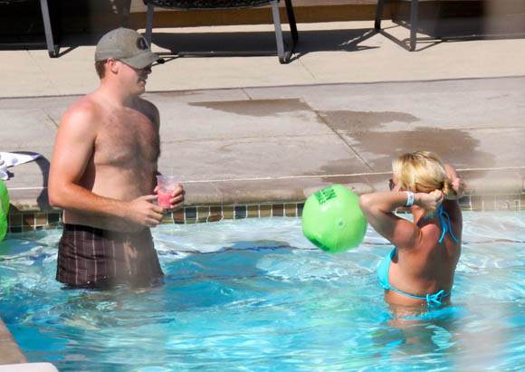 Spears_Britney_Bikini4