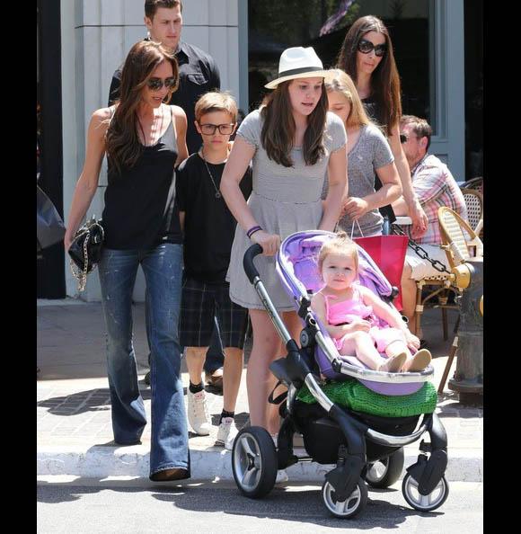 Victoria-Beckham-Family3