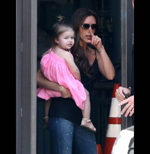 Victoria-Beckham-Family7
