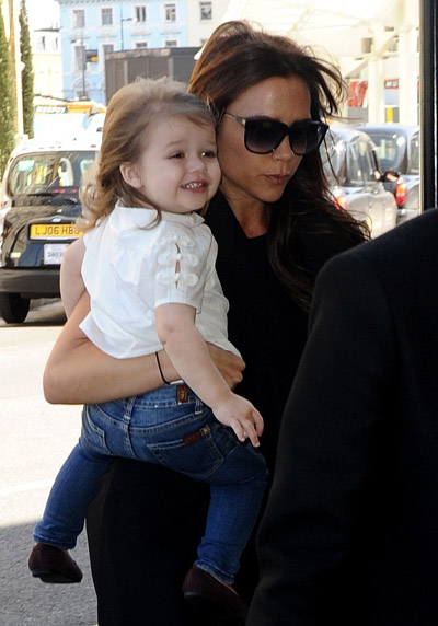 Victoria-Beckham-happer2