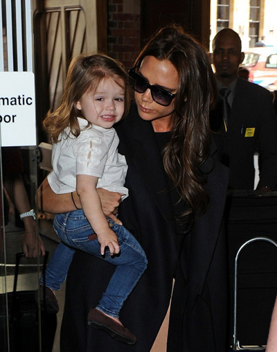 Victoria-Beckham-happer5