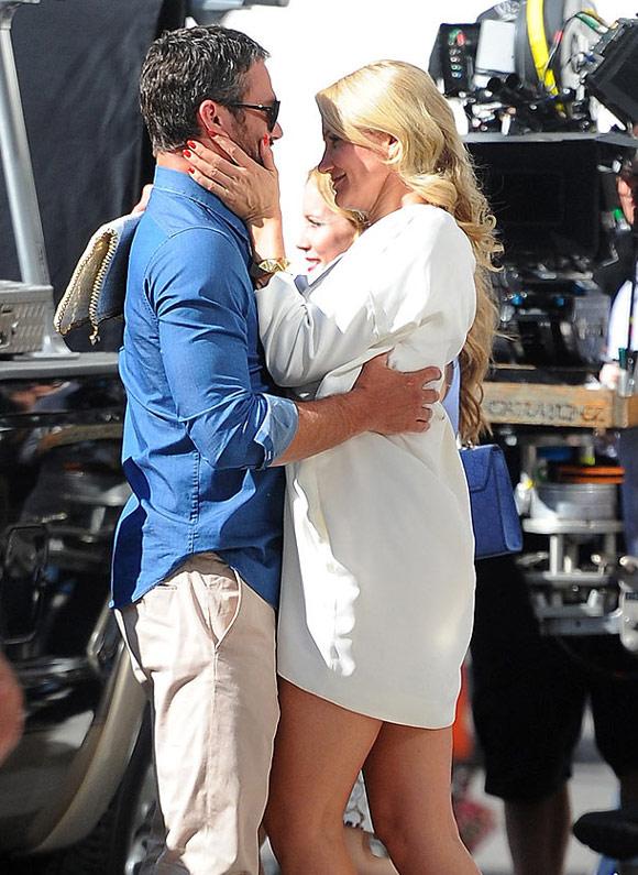 Cameron-Diaz- Taylor-Kinney-kiss1