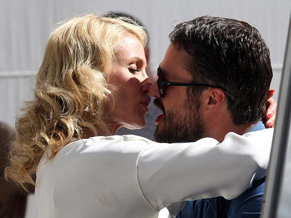 Cameron-Diaz- Taylor-Kinney-kiss2
