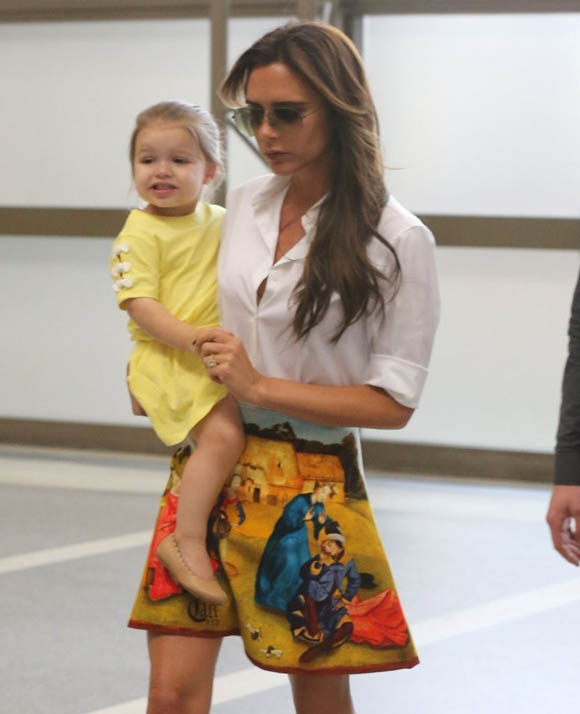 Victoria_Beckham_Victoria_Beckham_Family_Departing_FrfGbcDDlP3x