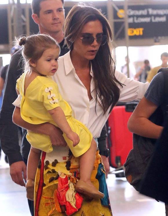 Victoria_Beckham_Victoria_Beckham_Family_Departing_zCILnvHw0fax