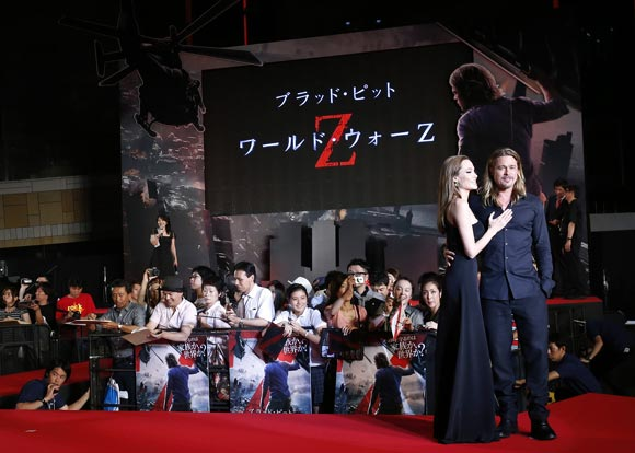 Angelina-Brad-japan2