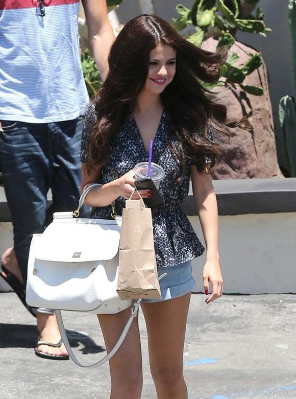 Selena-Gomez30120628-2