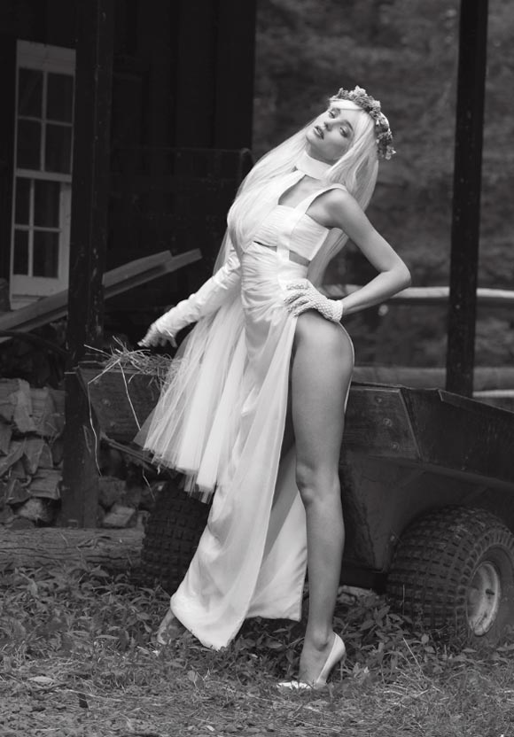 Miranda-Kerr Flashes-Breast3