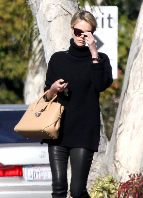 charlize-theron20131104-3
